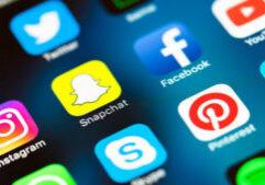 social-media-mobile-icons-snapchat-facebook-instagram-ss-800x450-3-800x450